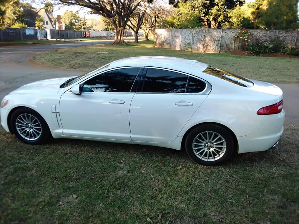 Jaguar XF White Executive Luxury Car For Sale - SAVEMARI